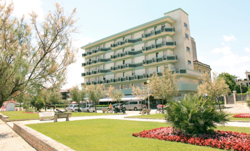 Hotel Metropol visto dai giardini adiacenti