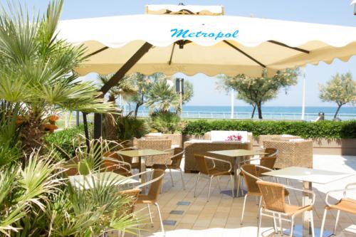 Hotel Metropol, area relax con ombrellone