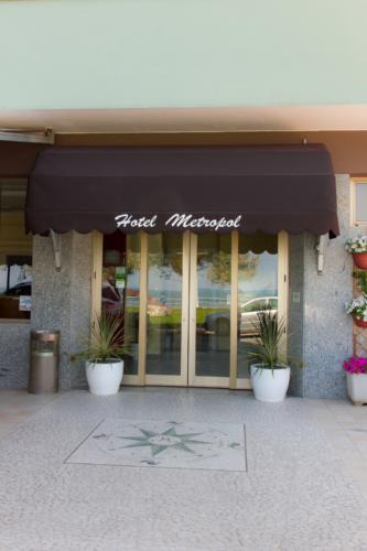 Motel Metropol, ingresso
